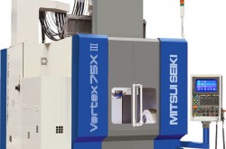 Thermal displacement compensating function installed in spindle