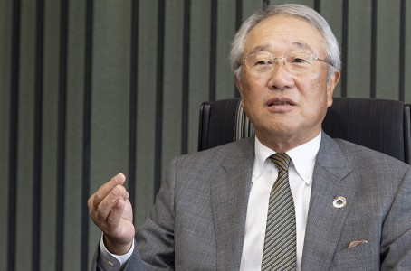 Industrial robot industry in a phase of change: Interview with Junji Tsuda, Chairman of YASKAWA Electric (1/2)