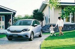 Honda launches fourth-generation FIT in Japan
