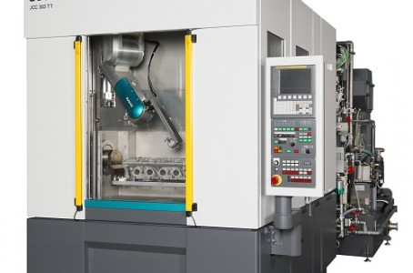 The new model of Sugino Machine simultaneously performs cleaning and deburring