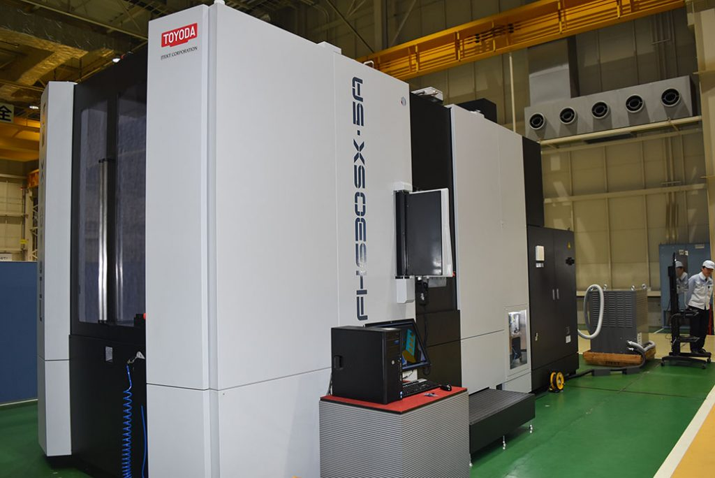5-axis machining center that can machine a wide range of